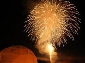 ◆冬華美イメージ/結氷した湖の上から打ち上がる花火は、大迫力!