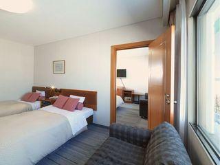 【湖&夕日側】コネクティングルーム/洋室ツイン2部屋を自由に行き来できます(客室一例)