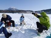 ◆わかさぎ釣り/冬の阿寒湖で、わかさぎ釣り体験!(写真はイメージです)