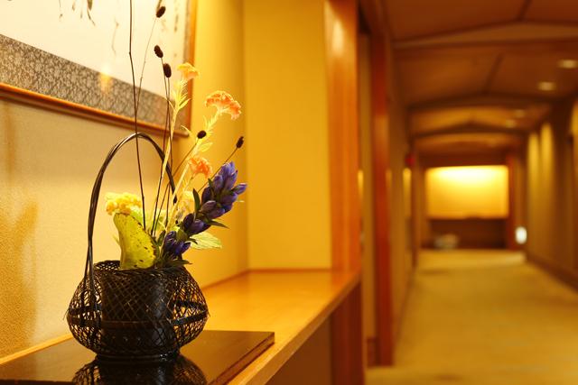 【特別フロア「和邸」】フロア・お部屋は、季節のお花で彩りゆたかに。