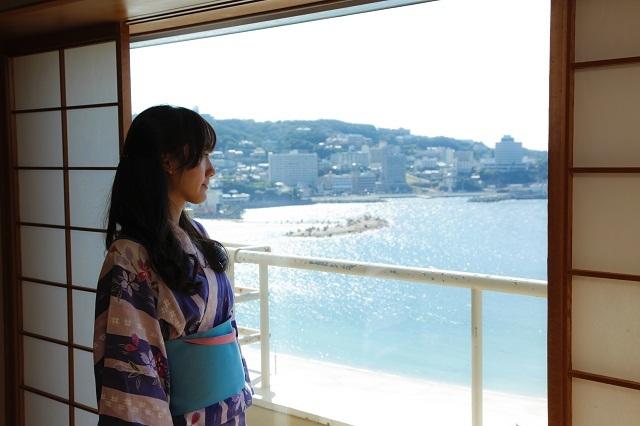 【葵館】9階以上のお部屋はお部屋から白良浜がご覧いただけます。(客室一例)